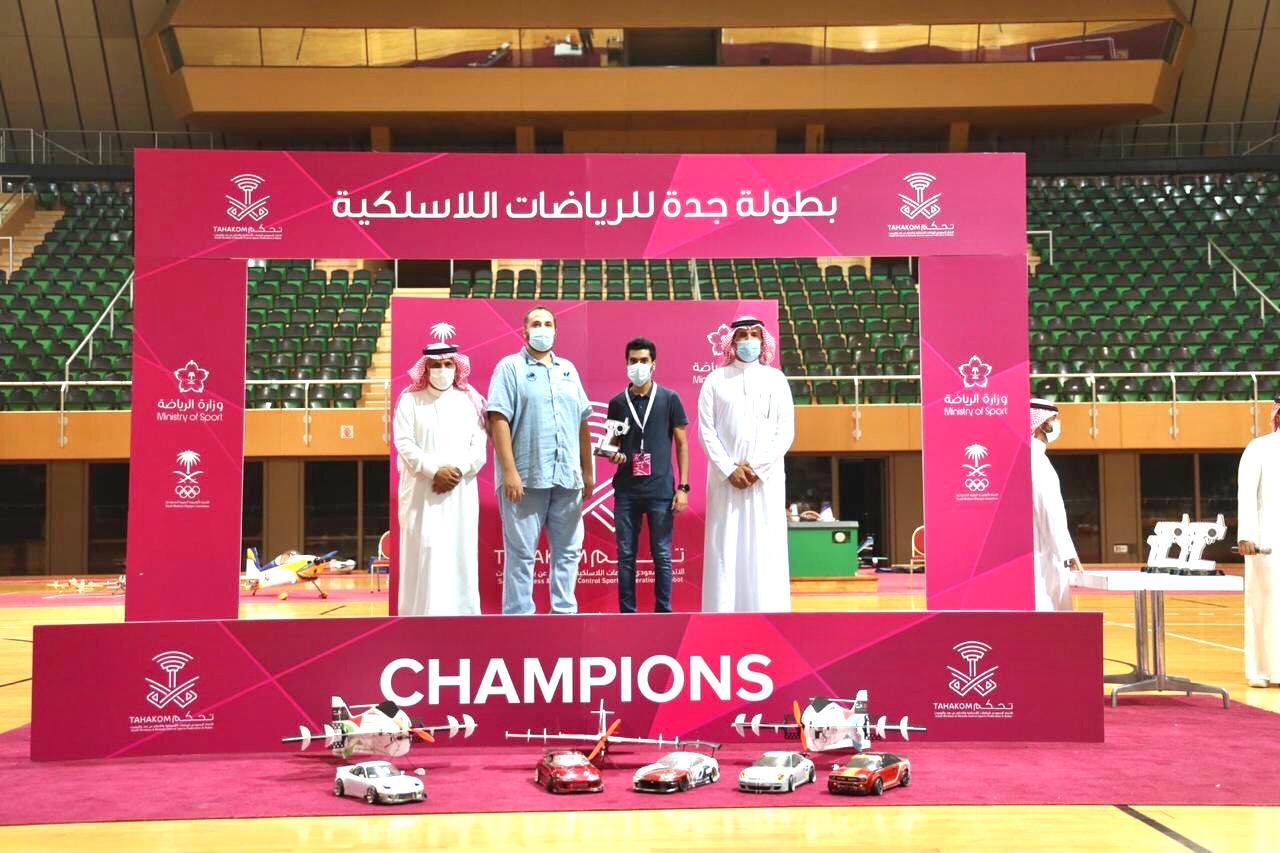 تتويج الفائزين في بطولة جدة للرياضات اللاسلكية