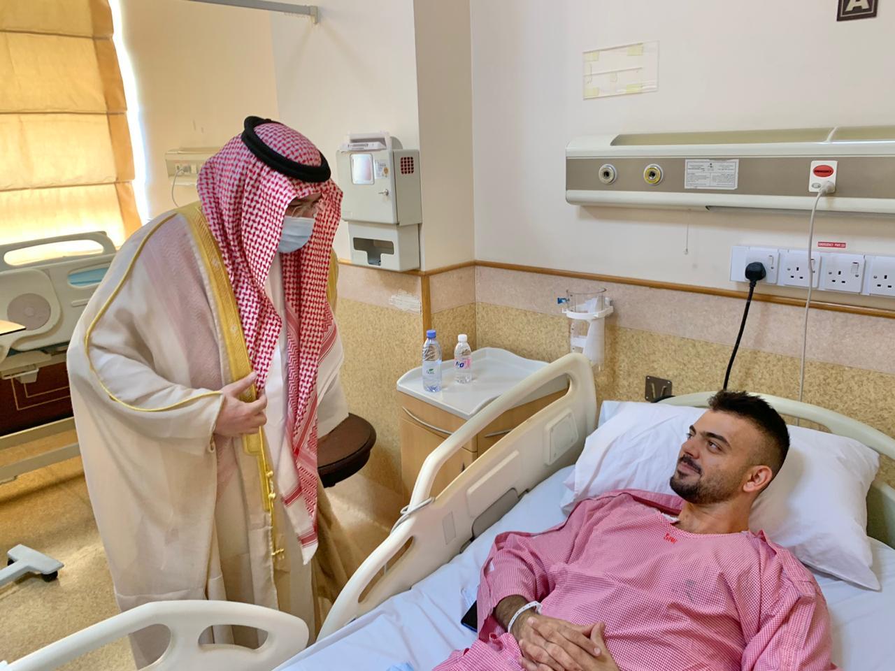 الأمير مشعل بن ماجد يطمئن على الحالة الصحية المستقرة لمصابي حادثة اعتداء جدة