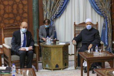 وزير الخارجية الفرنسي يَحمِل رسالة لشيخ الأزهر والطيب:الإساءة للنبي ﷺ مرفوضة ونرفض وصف الإرهاب بـ