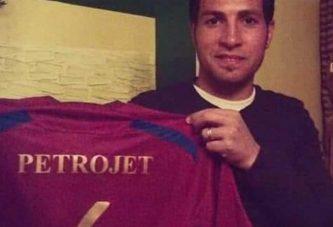 وفاة لاعب مصري سابق إثر تعرضه لأزمة قلبية في الملعب
