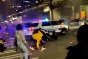 سيارة شرطة أمريكية تدهس عددًا من الأشخاص عمدًا في واشنطن