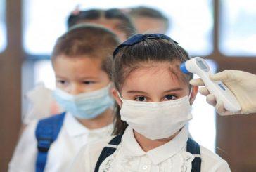 سلطنة عمان تعيد الطلاب للمدارس تدريجياً وتفرض غرامة على غير الملتزمين بالإجراءات الاحترازية