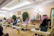 أمير القصيم يكرم مواطنًا لمبادرته بتوفير 65 محلًا لدعم الشباب في بريدة