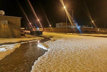 قرية رفايع اللهيب بالقصيم تكتسي بالأبيض بعد تساقط أكوام من البرد