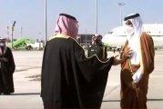 ولي العهد يستقبل أمير قطر لحظة وصوله إلى العلا للمشاركة بالقمة الخليجية