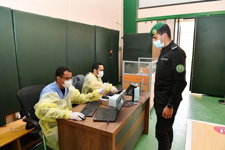 """""""الحرس الملكي"""" يدشن مركز لقاح فيروس كورونا لمنسوبيه"""