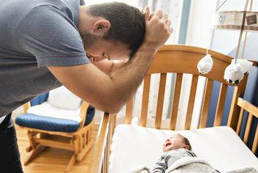 أستاذ طب نفسي: اكتئاب ما بعد الولادة يصيب الرجال مثل النساء