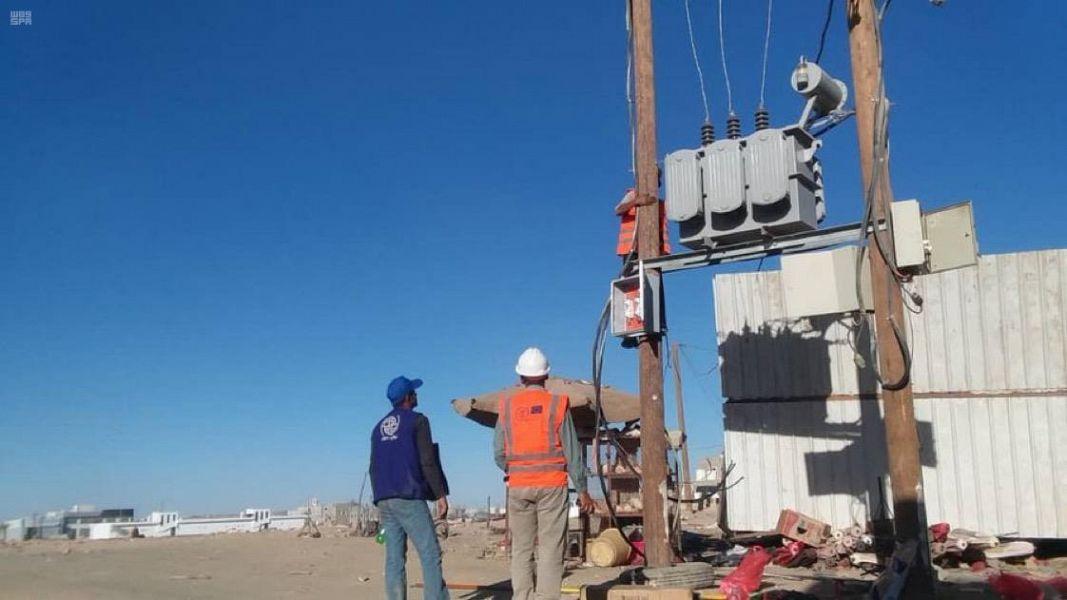 المنظمة الدولية للهجرة تواصل أعمال تحسين الشبكة الكهربائية في مخيم جفينة بمحافظة مأرب بدعم من مركز الملك سلمان للإغاثة