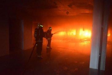 مدني الرياض يعلن إخماد حريق المجمع التجاري دون وقوع إصابات