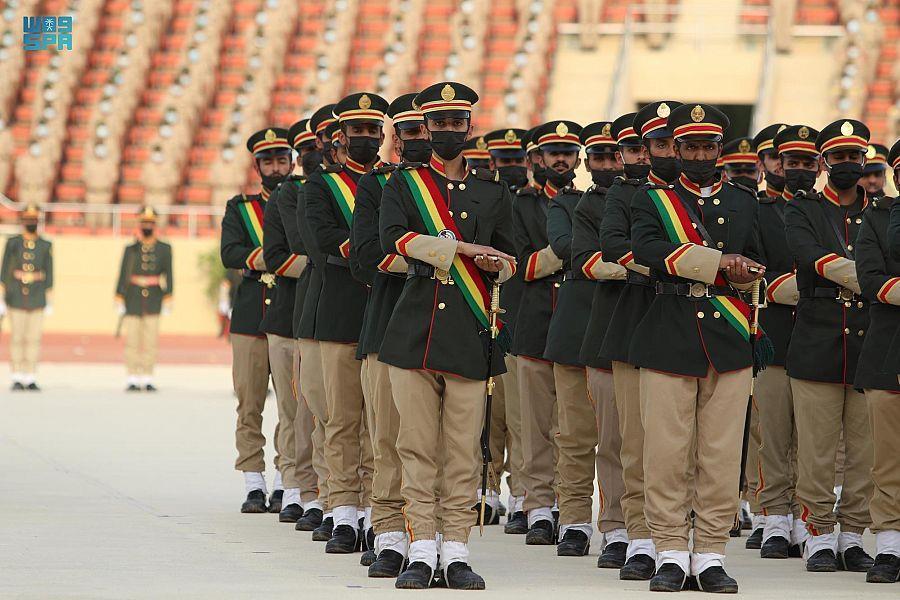 """رئيس """"هيئة الأركان"""" يرعى حفل تخريج الدفعة 79 بكلية الملك عبد العزيز الحربية نيابةً عن ولي العهد"""