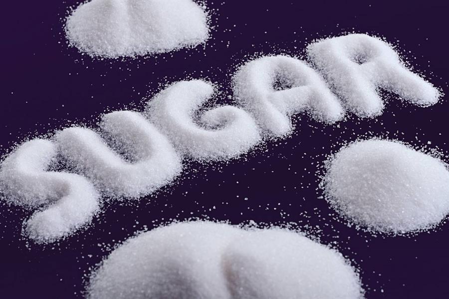 دراسة: الإفراط في تناول السكر يضعف الذاكرة ويُعيق عملية التعلُّم