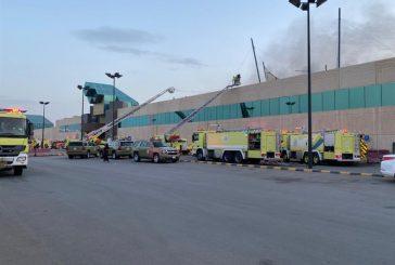 حريق هائل في أحد المجمعات التجارية شمال الرياض