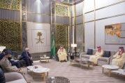 لوحة لفنانة تشكيلية سعودية تزين مكتب ولي العهد وصاحبتها تعلق