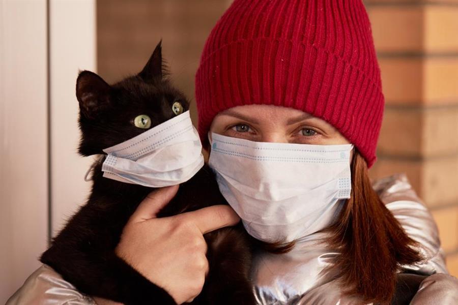 """""""الصحة العالمية"""" تنصح مصابي """"كورونا"""" بعدم مخالطة حيواناتهم الأليفة"""