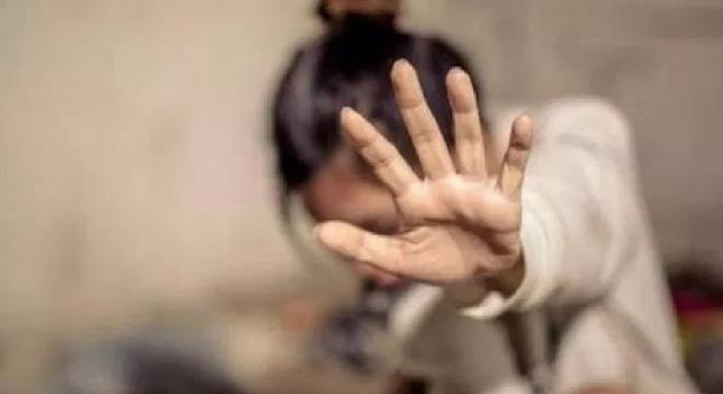 """""""العنف الأسري"""" يرصد حالة فتاة عنفتها والدتها ويوجهها لوحدة الحماية الأسرية"""