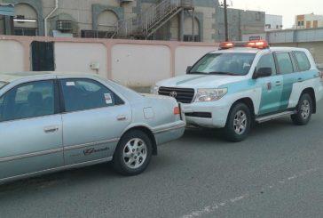 القبض على قائد مركبة ترك مقعد القيادة وخرج من سقف السيارة أثناء سيرها