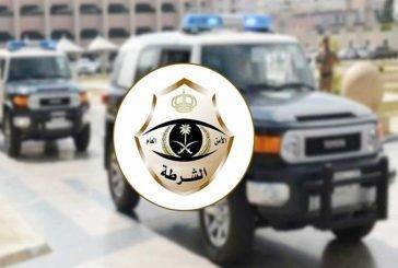 شرطة الجوف تقبض على مواطنَـين قاما بالسطو المسلح على أحد المحال التجارية في القريات