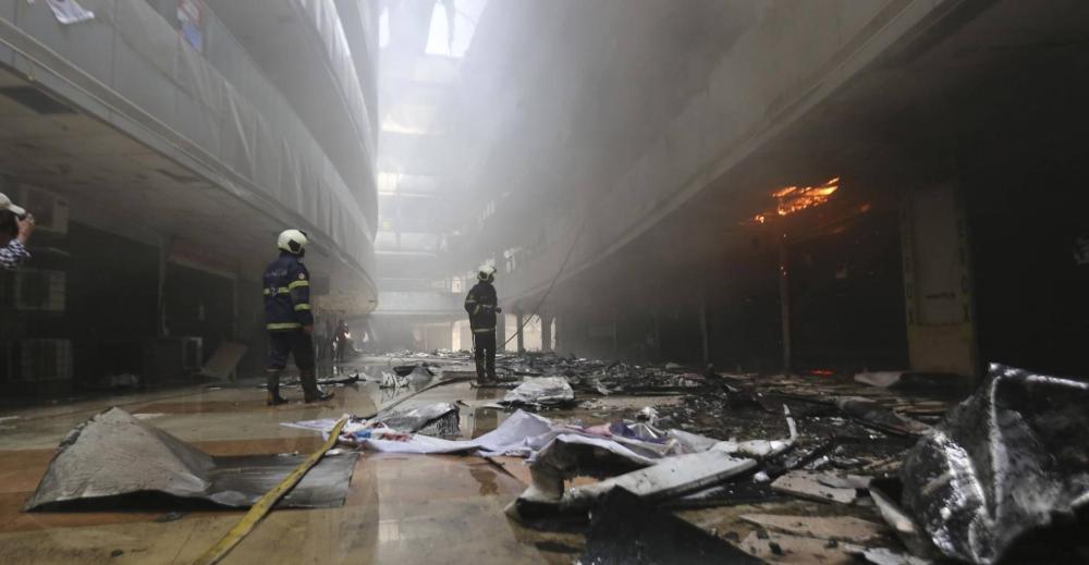 """مصرع 16 مصابا بـ""""كورونا"""" وممرضتين جراء حريق في مستشفى بالهند في حادِثة جديدة"""