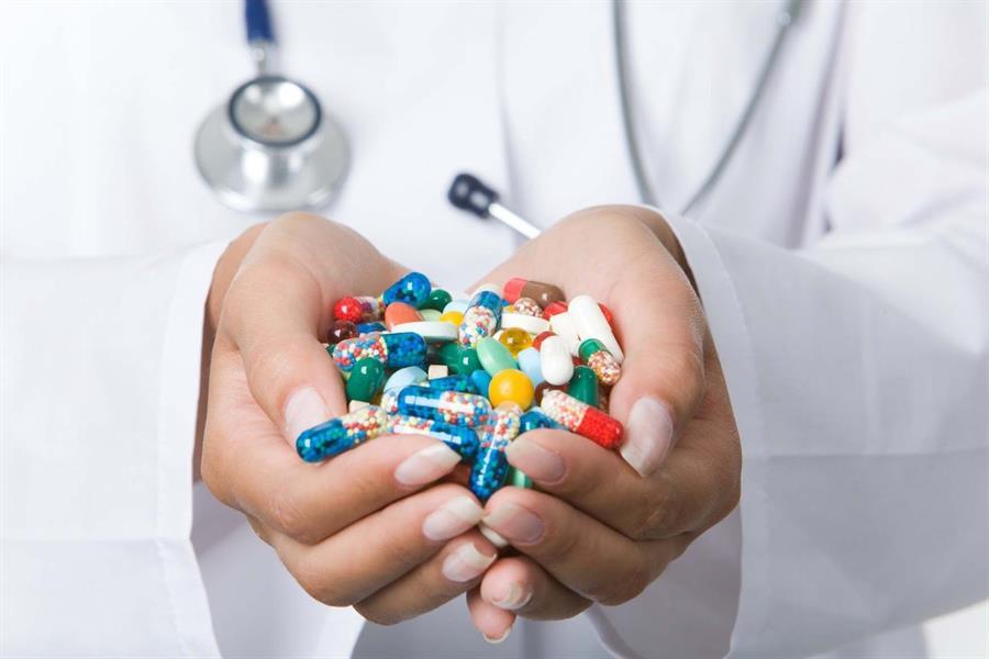 شركات أدوية تعمل على تطوير لقاحات ضد كورونا في شكل حبوب وبخاخات الأنف