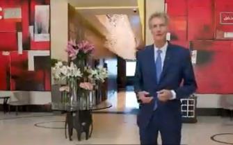 مدير فندق عالمي يحكي قصة عريس سعودي أصر على ذبـح ناقة داخل الفندق