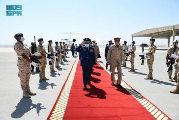رئيس هيئة الأركان العامة يلتقي القائد العام لقوة دفاع مملكة البحرين ورئيس هيئة الأركان