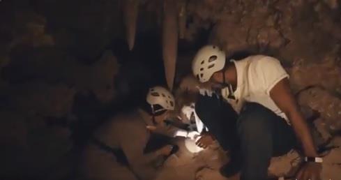 الشقيري يستكشف كهوفاً تعود لملايين السنين بالمملكة