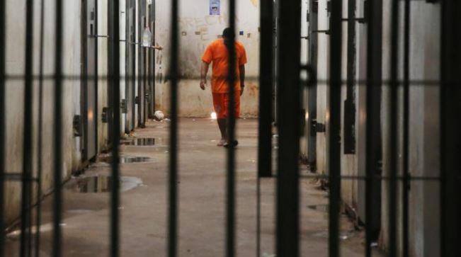 """سجن عصابة استدرجت سعوديًا وعذبته بمياه مغلية لسرقته في دبي """"أرسلوا إليه صورة مثيرة"""""""