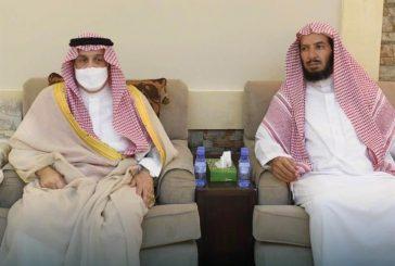أمير الرياض يقدم التعازي لذوي ناصر الشثري