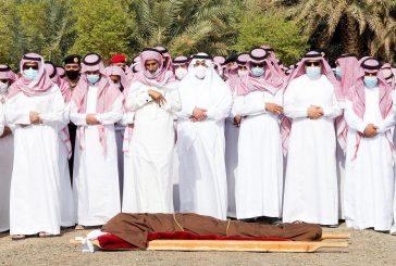 نائب أمير منطقة الرياض يؤدي صلاة الميت على المستشار الخاص والمشرف على مكتب أمير المنطقة