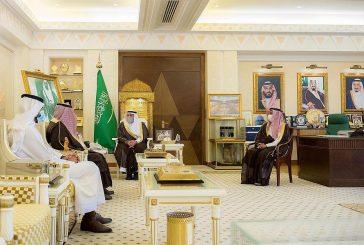 أمير القصيم يكرم الدكتور الجهني أجرى 5 آلاف عملية داخل وخارج المملكة