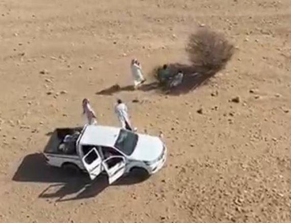 """""""غوث"""" للإنقاذ يعثر على المفقود الدوسري تحت شجرة بصحراء الرين"""