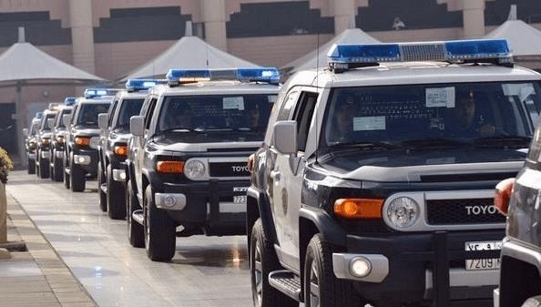 """""""شرطة مكة"""" تقبض على مواطن تحدث بألفاظ مسيئة لسكان إحدى المناطق بعد تداول مقطع فيديو للواقعة"""