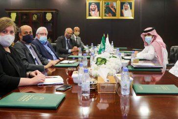 السفير آل جابر يلتقى بمبعوث الأمم المتحدة والسفير البريطاني إلى اليمن