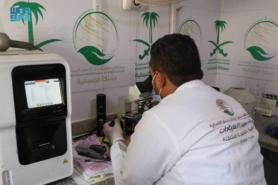 العيادات الطبية المتنقلة لمركز الملك سلمان للإغاثة في الخوخة تقدم خدماتها العلاجية لـ 2,925 مستفيداً خلال أسبوع