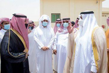 نائب أمير الرياض يؤدي صلاة الميت على الشهيد