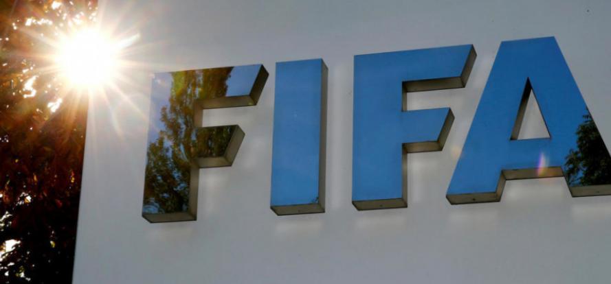 """""""فيفا"""" يكشف حقيقة إجراء تعديلات على قوانين كرة القدم"""