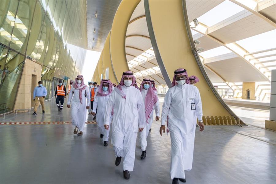 أمير الجوف يتفقد محطة قطار القريات سيتم تشغيلها مارس العام المقبل