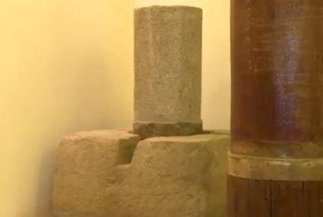 أحد أقدم أعمدة الكعبة المشرفة بمعرض الحرمين الشريفين يزيد عمره على 1370 عاماً