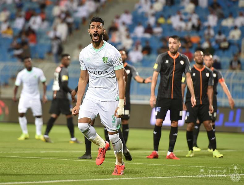 الاتحاد يتقدم بعرض لضم مدافع الأهلي محمد آل فتيل