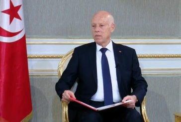 الرئيس التونسي يُجمد مجلس النواب ويعفي رئيس الوزراء من منصبه
