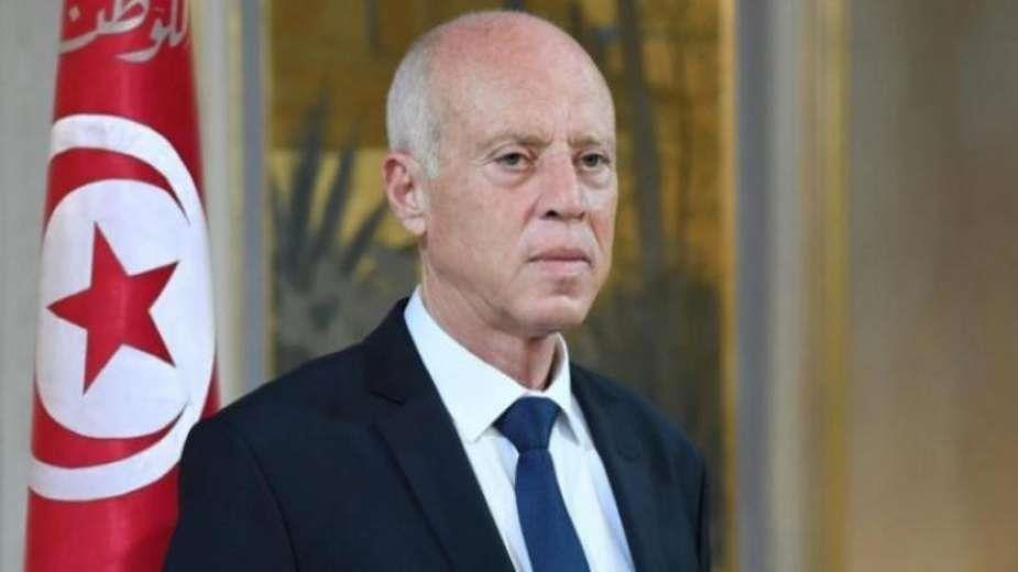 الرئاسة التونسية: تعطيل العمل بمؤسسات الدولة ليومين.. وفرض حظر للتجول لمدة شهر