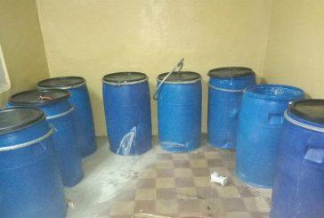 ضبط منزل شعبي تستغله عمالة لتصنيع العرق المسكر في جدة