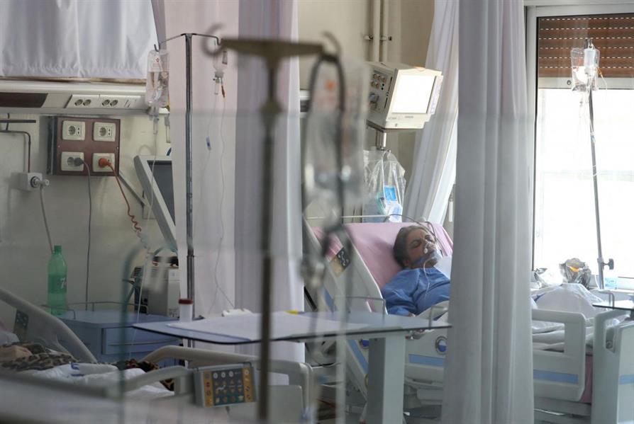 """""""الصحة"""" تنشر فيديو يستعرض قصة مؤثرة لرجل وزوجته داخل العناية المركزة"""