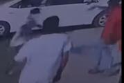 إيقاف 3 مواطنين سرقوا مركبة بوضع التشغيل وسلبوا عاملاً كان بداخلها في تبوك