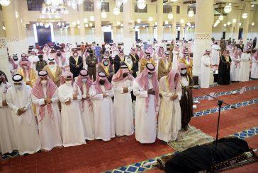 أمير الرياض بالنيابة يؤدي صلاة الميت على الأميرة جواهر بنت عبدالعزيز بن عبدالله بن جلوي