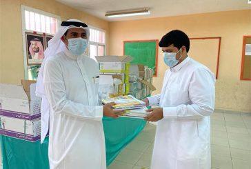 المدارس تواصل تسليم الكتب للطلاب بمختلف المناطق متضمنة المناهج الجديدة