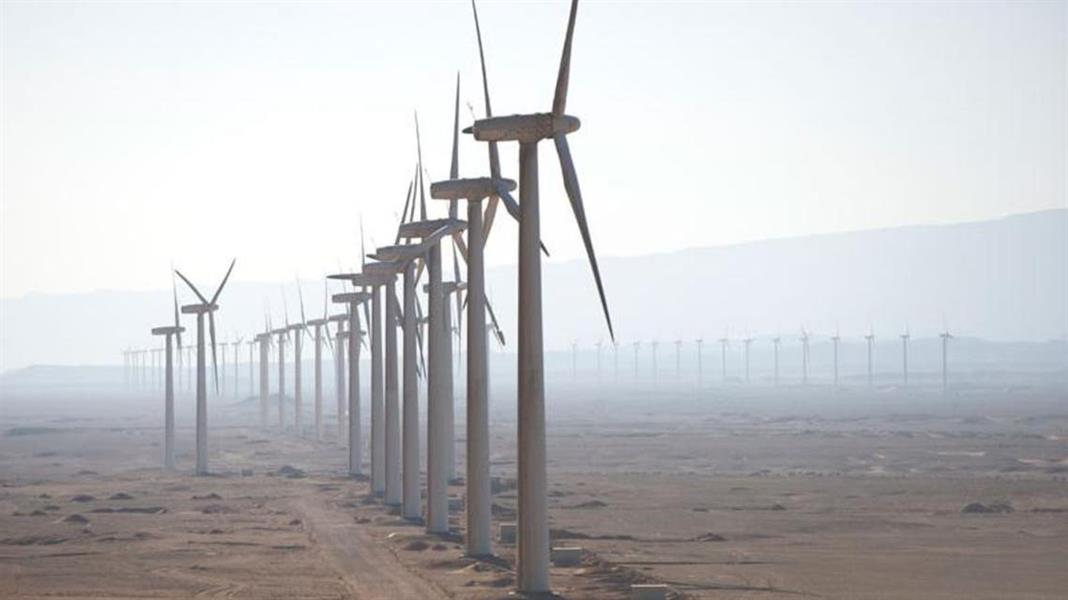 بدء التشغيل التجريبي لأول توربينة بمشروع دومة الجندل لطاقة الرياح أحد أهداف رؤية 2030