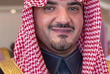 الأمير عبدالعزيز بن سعود يتفاعل مع معلق سباق الهجن بالطائف