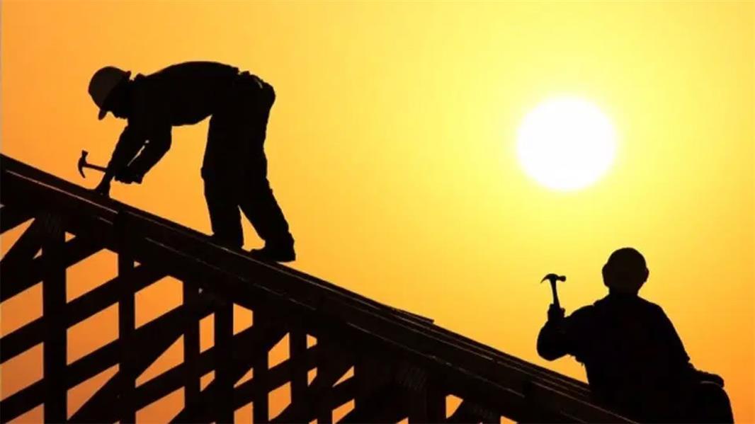 اليوم انتهاء العمل بقرار منع العمل تحت أشعة الشمس بعد 3 أشهر من تطبيقه