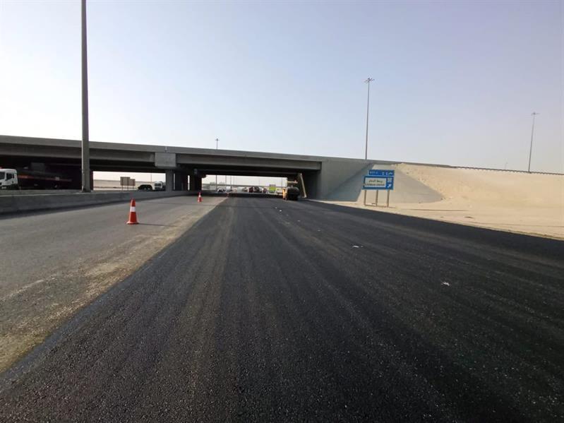 """""""النقل"""" تباشر إصلاح المناطق المتضررة على طريق أبو حدرية"""